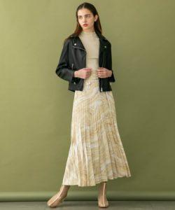ライダースジャケット×柄スカート