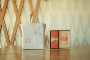 青心烏龍茶ギフトセット(りんごケーキ)包装紙付き